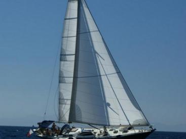 AYC ISLANDER 55 - Under sails