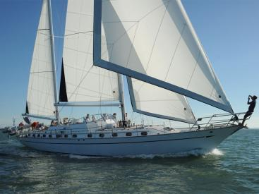 Horizon 70 - Under sails