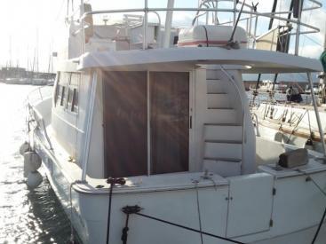 Mainship 350 trawler - Docked