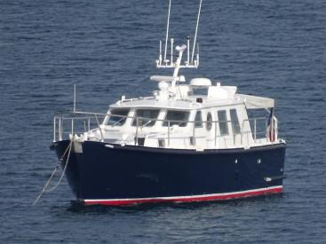 AYC Yachtbrokers - Trawler Meta King Atlantique - Anchored