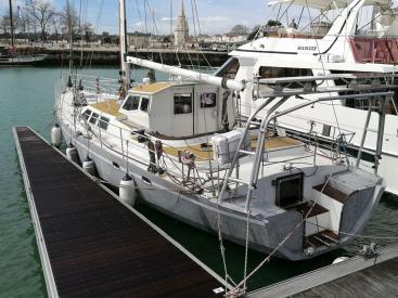 Aluminium centerboarder sailboat