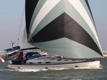 AYC Yachtbroker - Sainling under gennaker
