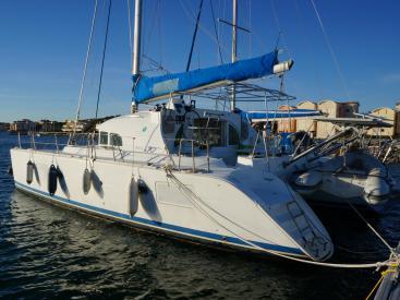 Lagoon 380 S2 - At dock
