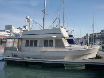 Mainship 40 Trawler Expedition - At the pontoon