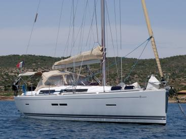 AYC Yachtbroker - Dufour 405 Grand Large - At anchor