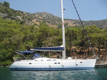 Oceanis 473 - Anchored