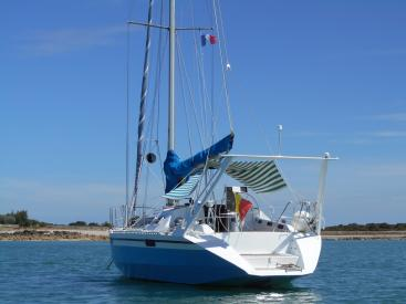 AYC Yachtbroker - OVNI 36 - At anchor
