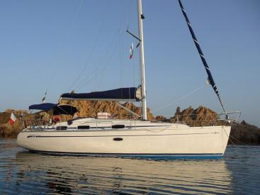Bavaria 37 Cruiser - Anchored