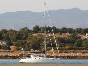 Universal Yachting 49.9 - Anchored