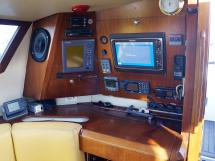 AYC Yachtbroker - JFA 45 Deck Saloon - Chart table and electronics