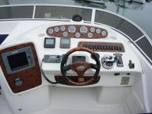 MERIDIAN 411 Sedan - Flying bridge steering station