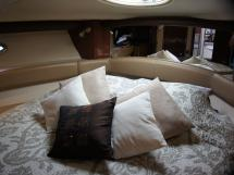 MERIDIAN 411 Sedan - Forward cabin's bed
