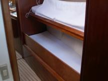 AYC Yachtbroker - JFA 45 Deck Saloon - Alleyway bunk beds