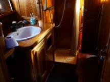 AYC - Chatam 60 / Owner's aft bathroom