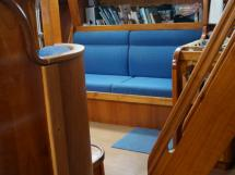 AYC - Chatam 60 / Companionway and salonn - chart table view