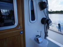 AYC - Trawler fifty 38 / Cockpit interior wheelhouse door