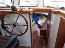 AYC - Trawler fifty 38 / Helm station and companionway