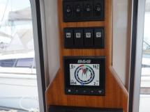 AYC - Trawler fifty 38 / Helm station electronic
