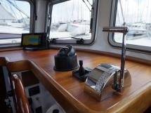 AYC - Trawler fifty 38 / Helm station