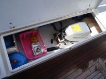 AYC - Trawler fifty 38 / Cockpit locker
