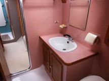 AYC - Jeroboam / Central starboard cabin bathroom