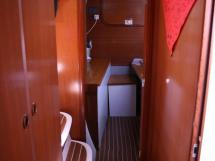 AYC - Nautitech 44 / Starboard hull alleway