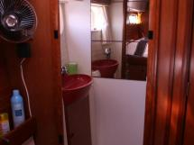 AYC - Nautitech 44 / Aft port cabin bathroom