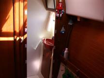 AYC - Nautitech 44 / Forward port cabin bathroom