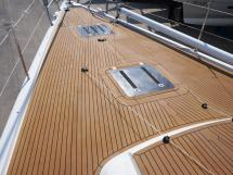 AYC Yachtbroker - GRAND SOLEIL 54 - front deck