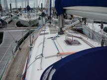 AYC Yachtbroker - Port side catwalk