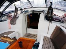 AYC Yachtbroker - Companionway