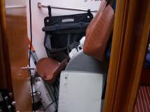 AYC Yachtbroker - Bathroom in the forecabin