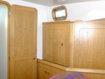 AYC Yachtbroker - Trawler Meta King Atlantique  Forward owner's cabin