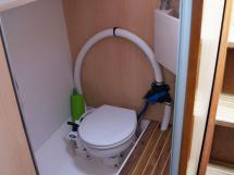 ELLYA 43 - Marine head with a basin at the aft starboard