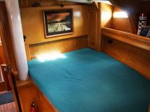 OVNI 435 - Double bed in the forward cabin