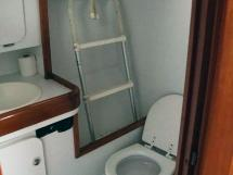 OVNI 455 - Aft bathroom