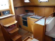 Alliage 44 - L-shaped galley