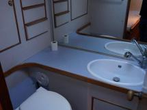 SLOOP VATON 78' - Port bathroom