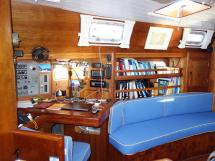 Universal Yachting 49.9 - Chart table