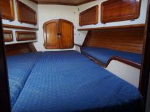 AYC ISLANDER 55 - Bed Front cabin