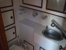 AYC ISLANDER 55 - Aft Toilet