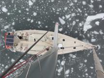 ALUMINIUM CUTTER 53' - At the mast top