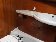 Grand Soleil 45 - Forward bathroom