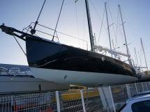AYC Yachtbrokers - Tocade 50 - New hull painting