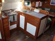 AYC Yachtbrokers - Tocade 50 - U-shaped kitchen