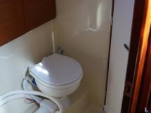 Dufour 485 Grand Large Custom - Aft starboard cabin's bathroom