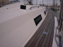 Bavaria 45 Cruiser - Port catwalk