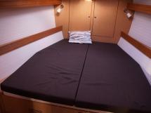 Bavaria 45 Cruiser - Forward bed
