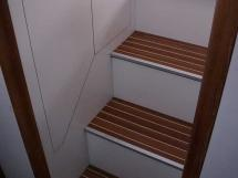 Cat Flotteur 45 - Starboard companionway steps
