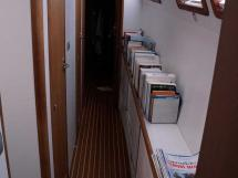 Cat Flotteur 45 - Starboard passageway